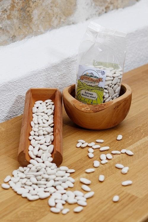 Griechische Bohnen für Bohnensuppe in Holzschale