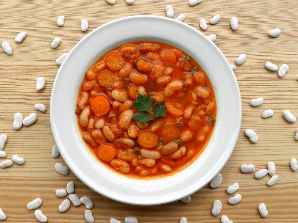 Original griechische Bohnensuppe mit Karotte